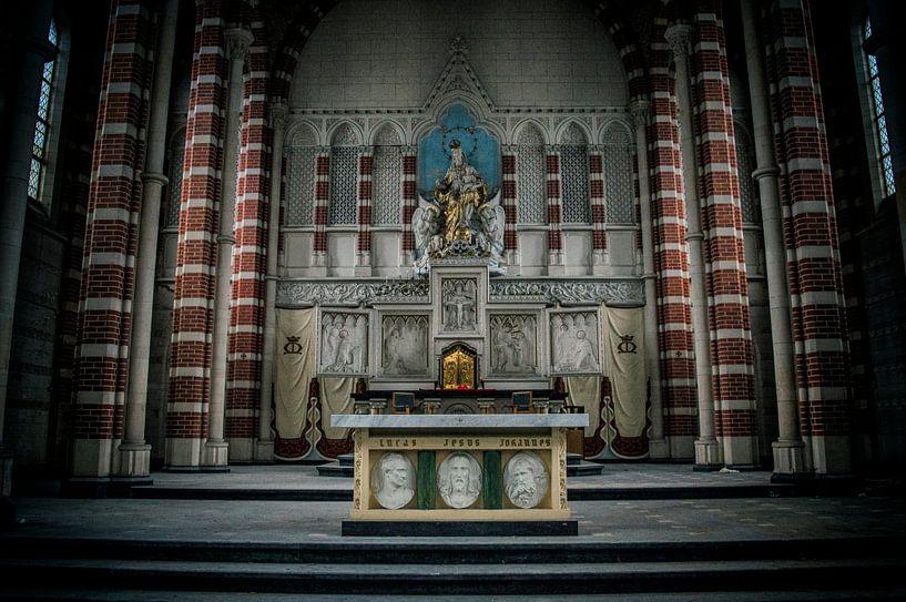 At the altar von Mandy Winters