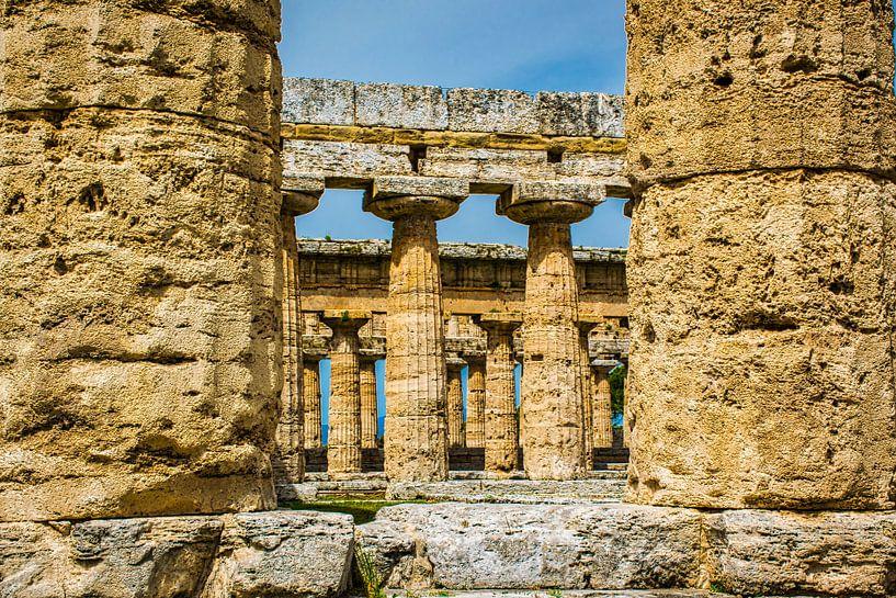 Griekse tempel in Paestum, Italië van Rietje Bulthuis