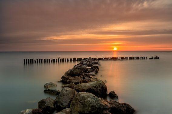 Mooi zonsopkomst bij de kust van Enkhuizen van Costas Ganasos
