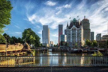 Witte huis en oude haven in Rotterdam sur Steven Dijkshoorn