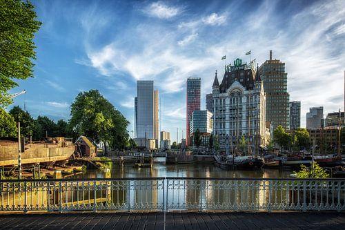 Witte huis en oude haven in Rotterdam van