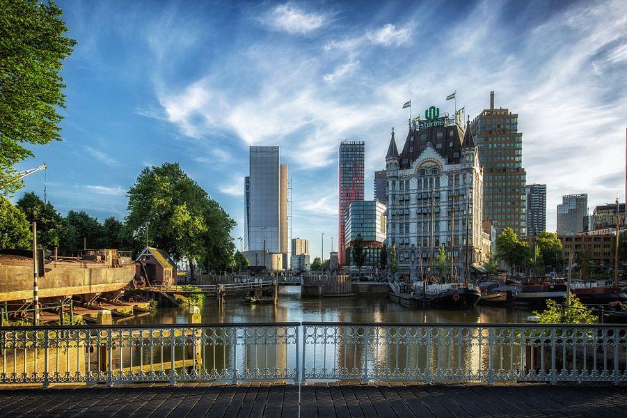 Witte huis en oude haven in Rotterdam