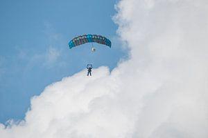 Parachutisten in dubbelsprong