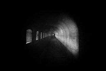 Licht im Tunnel von Maikel Brands