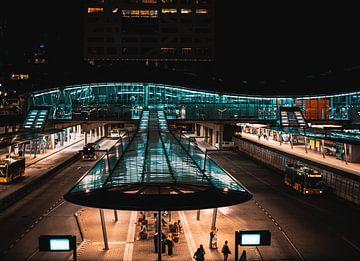 Utrecht Central am Abend von Bart van Lier