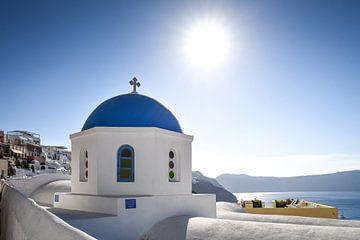 De blauwe koepels van Santorini van Robert Styppa