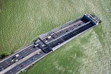 Luchtfoto van Zeeburgertunnel in Amsterdam van Frans Lemmens