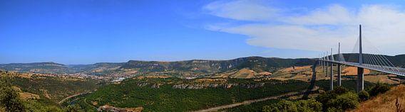 Panorama van het viaduct van Millau