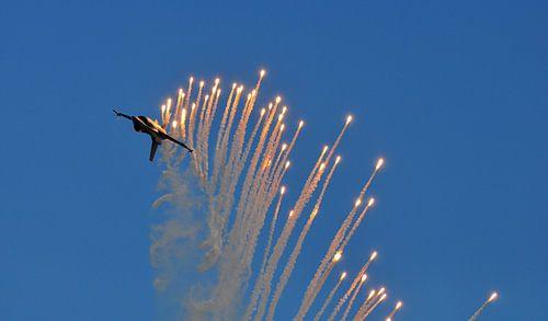 F-16 met flares van Rogier Vermeulen