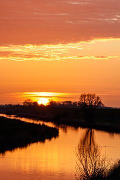 Oranje zonsondergang. van Anjo ten Kate