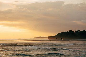 Gouden uur aan het strand van Bali van Suzanne Spijkers