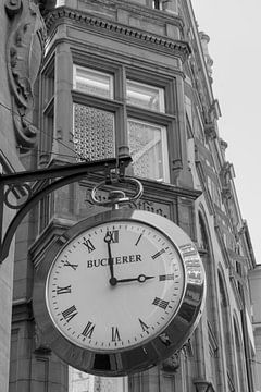 Basel, Gebäude mit Uhr von Humphry Jacobs
