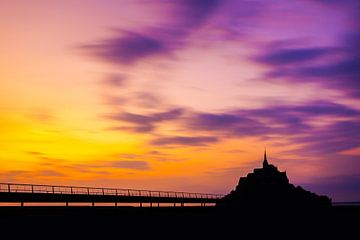 Dreigende zonsondergang Le Mont Saint Michel - Frankrijk - Normandië  sur Dexter Reijsmeijer