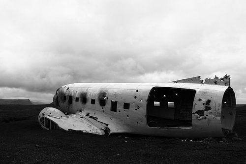 Crashed Douglas von Mathieu Denys
