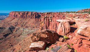 Aan de rand van de tafelberg in Canyonlands National Park