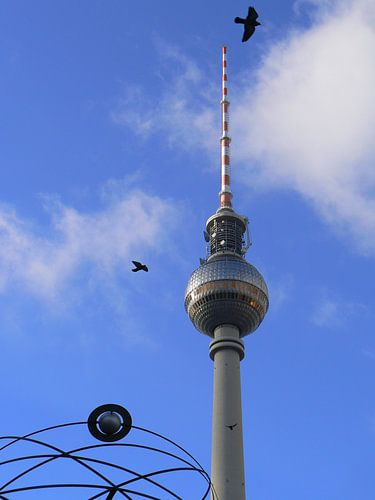 "TV Tower with Detail of ""World Time Clock"", BERLIN  van Ralf Schroeer"