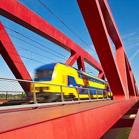 Zug auf der Hanzeboog  Eisenbahnbrücke in Zwolle von Anton de Zeeuw
