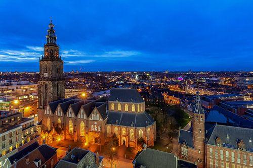 Stadsgezicht Groningen met Martinikerk vanaf het Forum