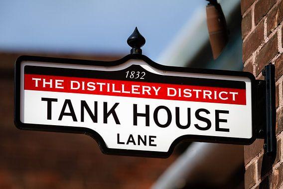 Uithangbord met tekst Tank House Lane