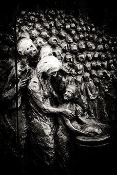 Door of souls van Victor Vogelpoel