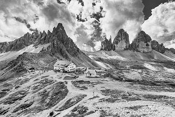 Die Drei Zinnen in den Dolomiten in Italien in schwarz-weiß von Tux Photography