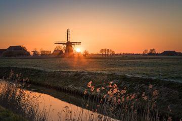 Zonsopkomst bij Molen de Meervogel, Garrelsweer, Groningen van Henk Meijer Photography