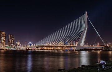 Erasmus-Brücke bei Nacht von Marjolein van Middelkoop