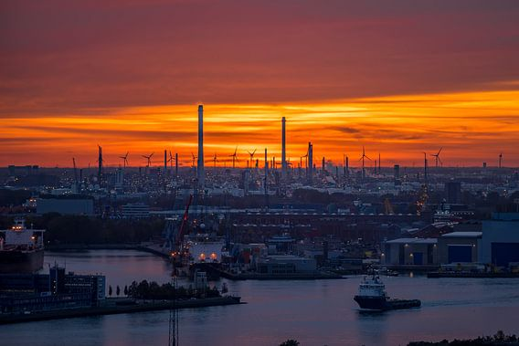 Industrie en de Europort in Rotterdam van Evert Buitendijk