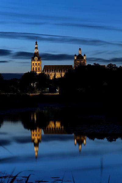 Het Bossche broek Den Bosch bij avond, met zicht op De Sint Jan van Jasper van de Gein Photography