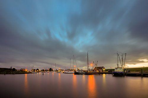 Zonsondergang boven de haven van Termunterzijl