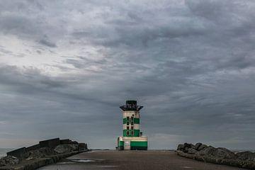 Vuurtoren op het havenhoofd bij IJmuiden van Patrick Verhoef