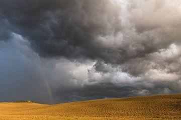 Unwetter in den Hügeln der Toskana von Denis Feiner