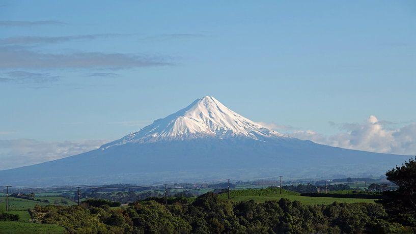 Mount Taranaki in Egmont nationaal park, Nieuw Zeeland van Aagje de Jong