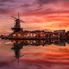 Ein Sonnenaufgang im Herbst in Haarlem von Costas Ganasos