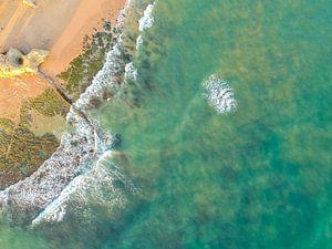 Zee bij Olhos d'agua Portugal van