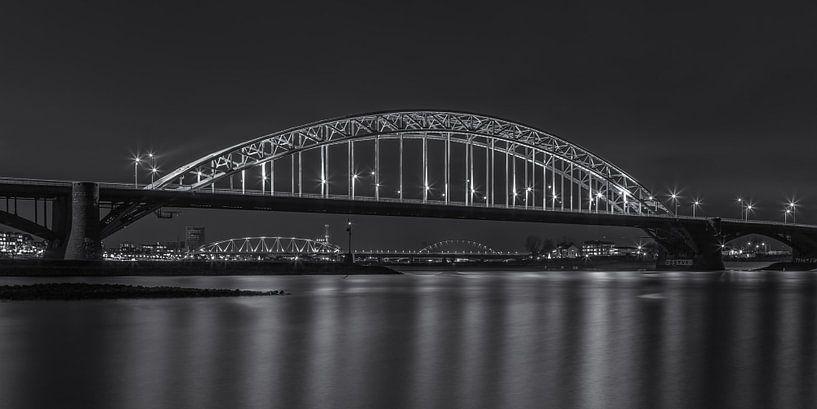 Waalbrug Nijmegen by Night - 2 van Tux Photography