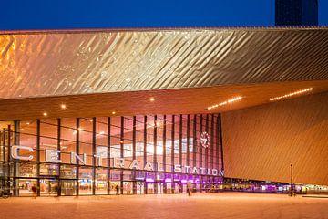 Rotterdam Centraal Station in het blauwe uur sur John Verbruggen