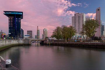 Leuvehaven (Rotterdam) au lever du soleil. sur Arisca van 't Hof