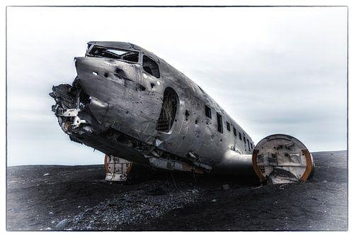 Douglas Dakota na de noodlanding - 2 van Gerry van Roosmalen
