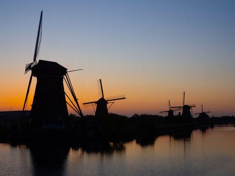 Laatste licht over Kinderdijk van Jan Enthoven Fotografie