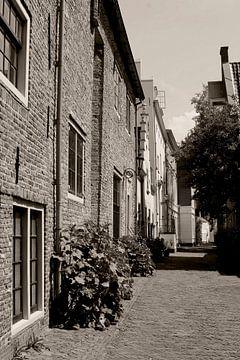 Muurhuizen Amersfoort in sepia van Inge Hogenbijl