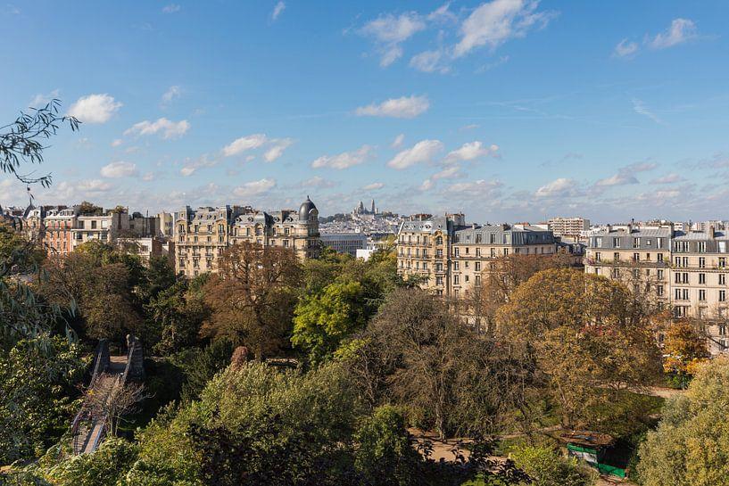 Het Parc des Buttes-Chaumont met uitzicht op de Sacré-Coeur in Parijs van MS Fotografie   Marc van der Stelt