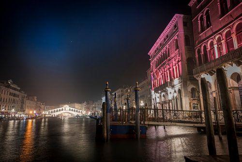 Rialto bridge by night van