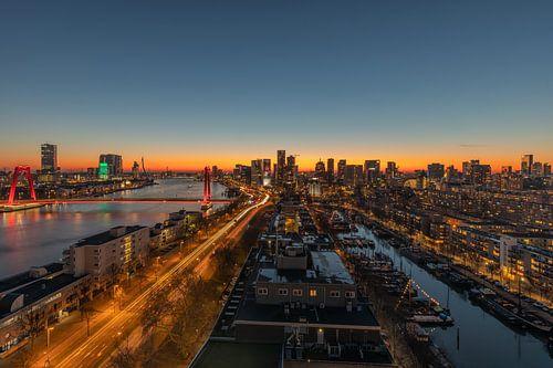 De gouden zonsondergang in Rotterdam