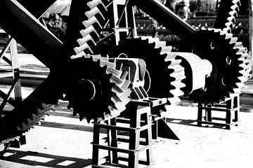 Industriële tandwielen in zwart & wit van Karen van Eunen