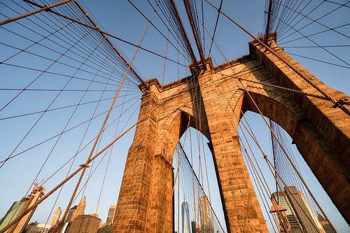 Brooklyn bridge en One World Trade Center in kleur