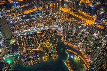 Dubai bij nacht 1 van Peter Korevaar