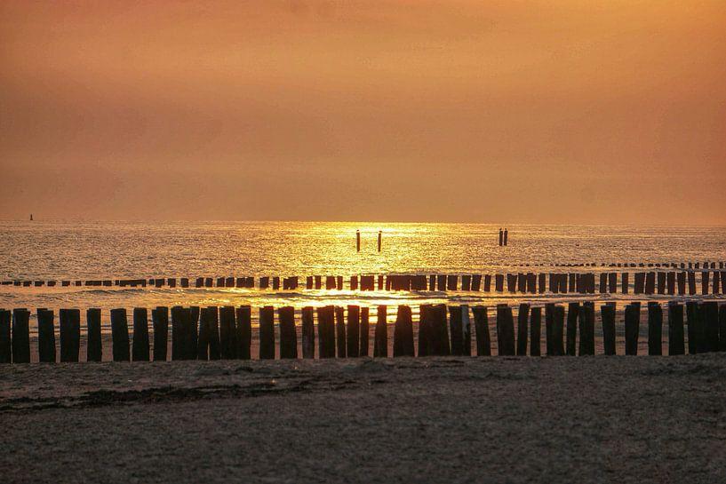 Zoutelande zonsondergang van Angela Wouters