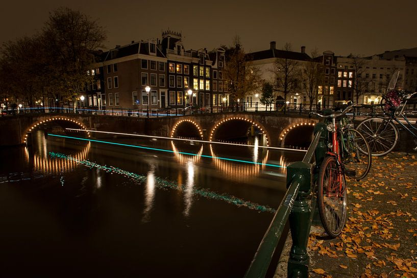 Geparkeerde fiets in Amsterdam van Wim Slootweg