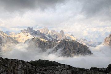 Onweersbui hoog in de in de Dolomieten nabij Cortina van Gerben Tiemens